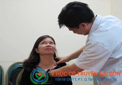 Bệnh bướu cổ cần được thăm khám và chữa trị sớm để tránh nguy hiểm