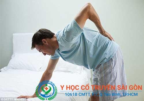 Đau lưng là tình trạng vùng cột sống xuất hiện những cơn đau do nhiều nguyên nhân khác nhau