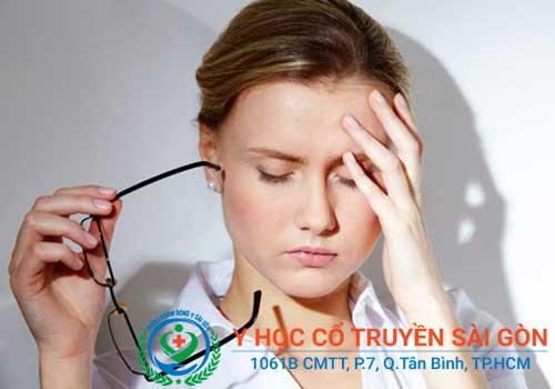 Đau nửa đầu vai gáy khiến người bệnh cảm thấy vô cùng mệt mỏi, khó chịu