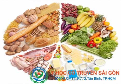 Người bị bệnh khô khớp nên ăn đầy đủ các nhóm chất cần thiết
