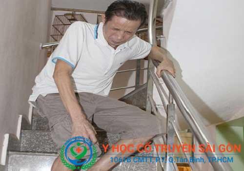 Nguyên nhân gây tràn dịch khớp gối có thể do tuổi tác hoặc chấn thương