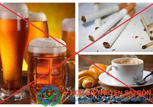 Tràn dịch khớp gối nên kiêng bia rượu, chất kích thích