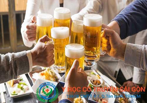 Bệnh vảy nến phấn hồng nên kiêng bia rượu và chất kích thích
