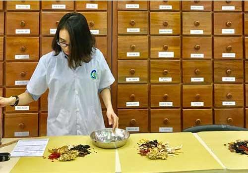 Chữa viêm họng khàn tiếng bằng thuốc Đông Y tại Phòng khám Y học Cổ truyển Sài Gòn