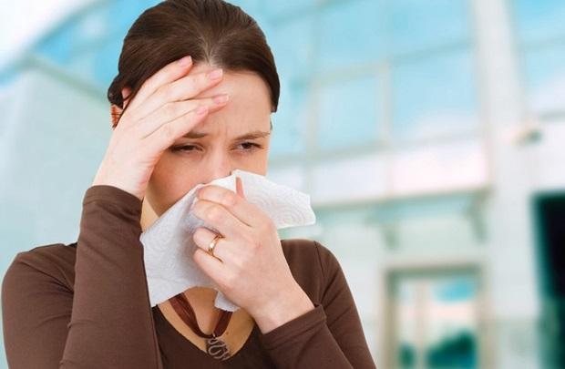 Viêm xoang sẽ khiến dịch trong tiết ra đặc và có mùi hôi