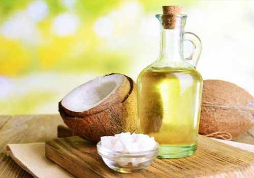 Trong dầu dừa có nhiều dưỡng chất rất hữu ích cho việc chữa bệnh chàm