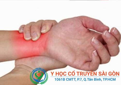 Nguyên nhân dẫn đến khô khớp háng, vai, cổ tay, gối có thể do tuổi già