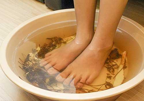 Chữa bệnh nấm móng tay và chân bằng thảo dược thiên nhiên