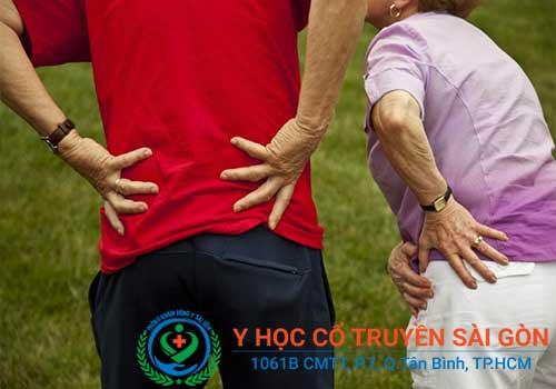 Bệnh loãng xương thường gây nhiều nguy hiểm cho cả người già và người trẻ tuổi