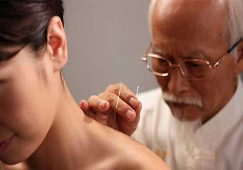 Chữa và điều trị bệnh đau lưng bằng thủy châm cho hiệu quả rất cao