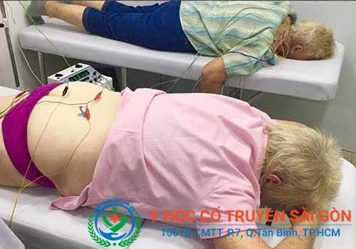 Bệnh nhân chữa đau thần kinh tọa bằng Điện châm tại PK Y học Cổ truyền Sài Gòn