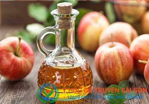Mẹo chữa suy giãn tĩnh mạch chân bằng giấm táo