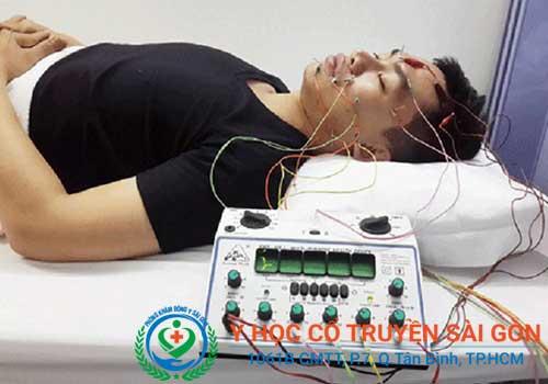 Chữa liệt dây thần kinh số 7 trung ương bằng điện châm tại PK Y học Cổ truyền Sài Gòn