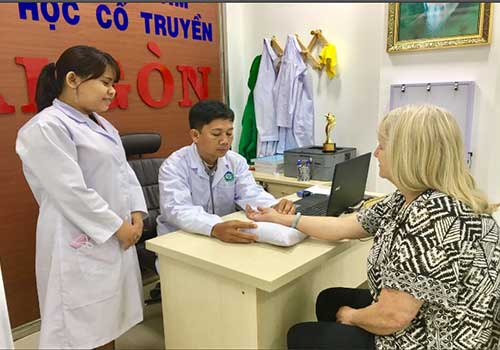 Đến Phòng khám Y học cổ truyền Sài Gòn để điều trị dấu hiệu bệnh thoái hóa khớp háng hiệu quả