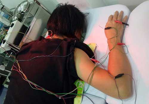 Chữa tê tay chân bằng Đông y điện chẩn bấm huyệt ở đâu tốt TPHCM?
