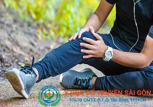 Đau khớp gối có thể do chấn thương hoặc mắc các bệnh xương khớp