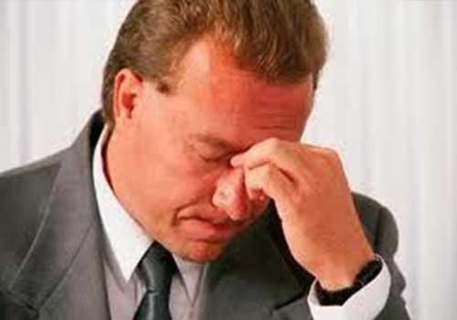 Đau nhức trong hốc mắt là triệu chứng, biểu hiện và dấu hiệu của viêm mũi dị ứng xoang sàng