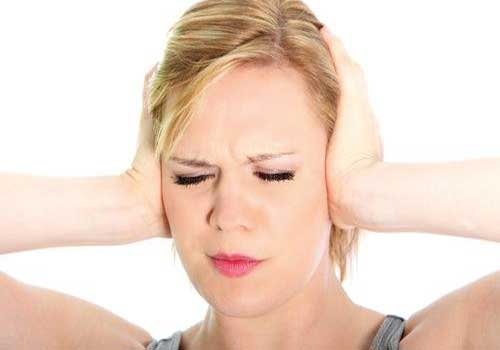 Đau nhức bên trong đầu và đỉnh đầu là triệu chứng, dấu hiệu và biểu hiện của viêm mũi dị ứng xoang bướm