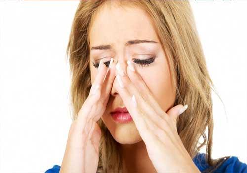 Đau xương gò má là triệu chứng, biểu hiện và dấu hiệu của viêm mũi dị ứng xoang hàm