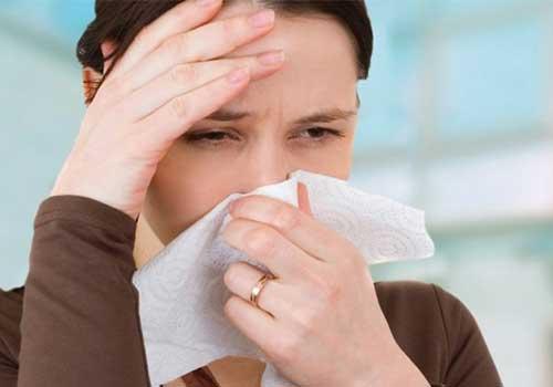 Sổ mũi, chảy dịch nhầy mũi trong hoặc ngoài là triệu chứng, biểu hiện và dấu hiệu của viêm mũi dị ứng tiếp theo
