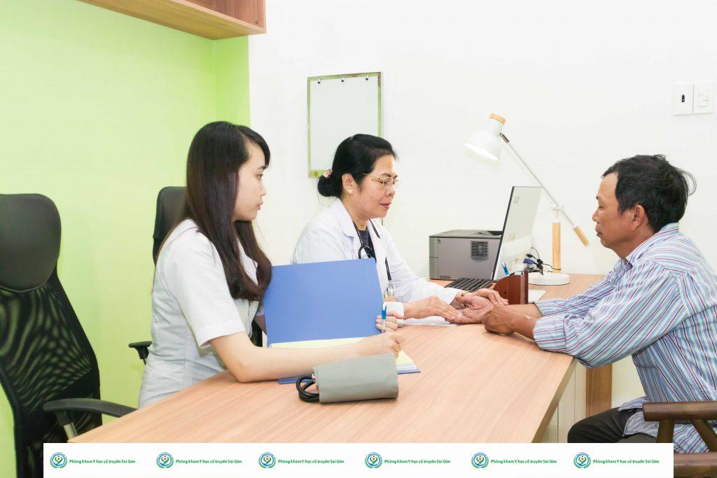 Địa chỉ & bác sĩ chữa viêm da cơ địa ở đâu tốt TPHCM? 2